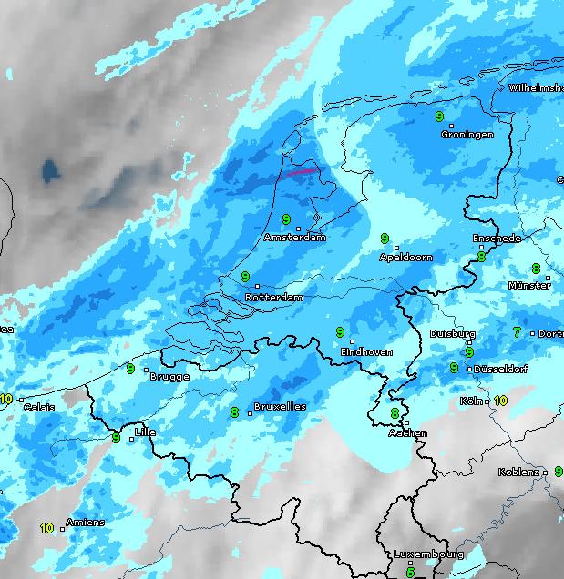 Radar- en satellietbeeld van vanochtend 7:30 uur. Bron: WetterOnline.de