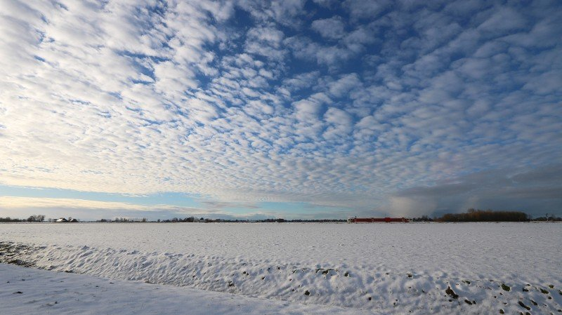 Fraaie opklaringen boven een besneeuwd landschap in het noordoosten van het land. Foto: Jannes Wiersema.