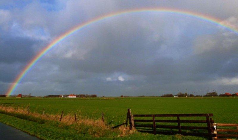 Henk Leyen maakte gisteren deze fraaie foto van een regenboog.