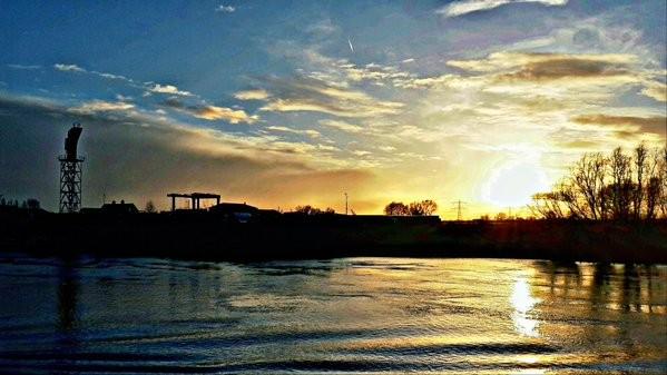 De zon ging gisteren weer fraai onder. Foto is van Johan Klos.