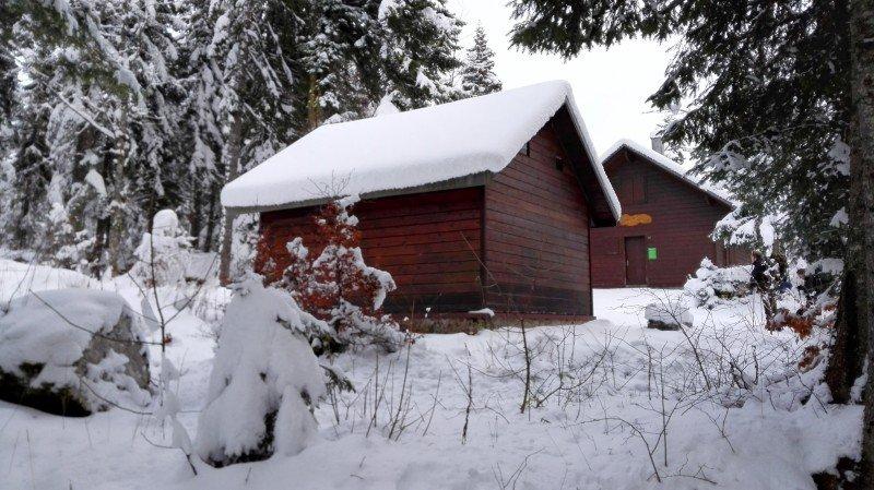 Een refuge in het bos vlak over de Zwitserse grens