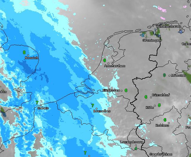 Radar- en satellietbeeld van vanochtend 10 uur. De regen trekt geleidelijk naar het noordoosten. Bron: WetterOnline.de