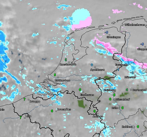 radar- en satellietbeeld van vanochtend 10:15 uur. In het noorden komen winterse ongemakken voor. Bron: WetterOnline.de
