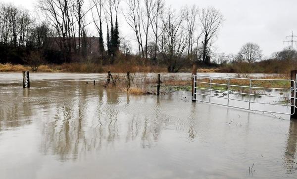 Op een aantal plekken in het Sauerland stonden begin van de week de rivieren behoorlijk hoog. Bron: Ruhrnachrichten.de