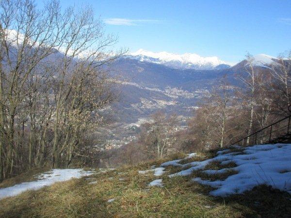 De hoge temperaturen lieten ook hun sporen na op de sneeuw. Aan de schaduwzijde van Monte Bré (700 meter hoogte) lag nauwelijks sneeuw meer, de zuidkant was compleet sneeuwvrij.