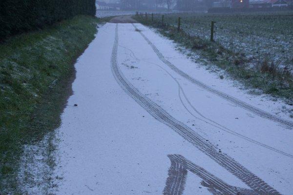 Gisterochtend viel er nog wat sneeuw in Limburg. Deze foto is gemaakt in Stramproy door M. Niellissen.