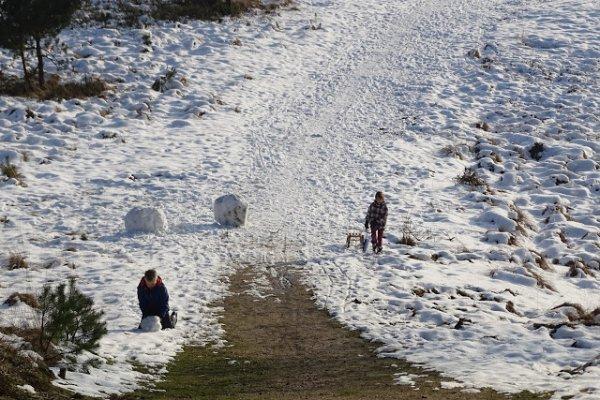 Pret in de sneeuw op de Elsberg bij Hoog Soeren. Foto via Bart Pijper.