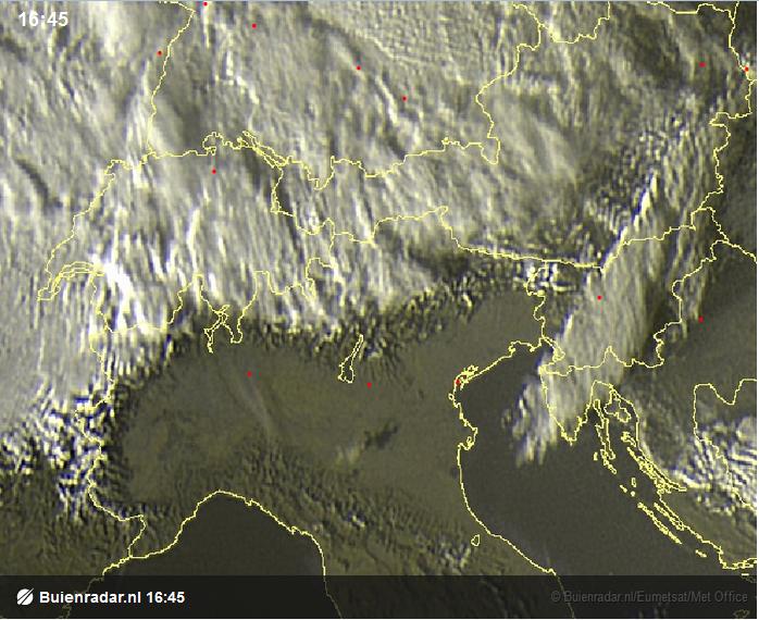 Ook van boven is de nordföhnwerking mooi te zien. Terwijl het in het noorden van de ALpen bewolkt is, is het aan de zuidkant van de alpen zonnig!