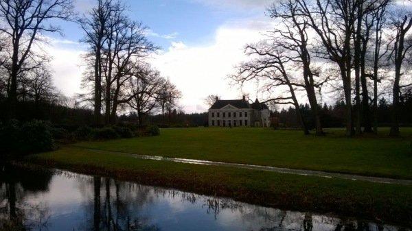 Mooie foto van het landhuis op landgoed Singraven tijdens de zonnige momenten van gisteren. Foto is van Gerda Jakobs.