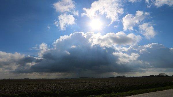 We hadden gisteren een mix van zon, wolken en enkele buien. Foto is van Jannes Wiersema.