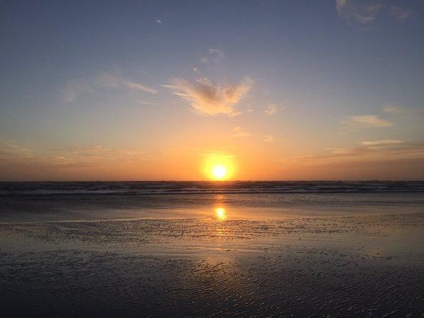 De zon ging fraai onder. Deze foto werd gemaakt door Yvonne Wijsman.