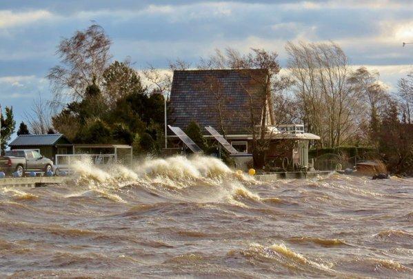 Er stond gisteren flink wat wind. Deze fraaie foto werd gisteren gemaakt door Ton Wesselius bij het Braassemermeer.