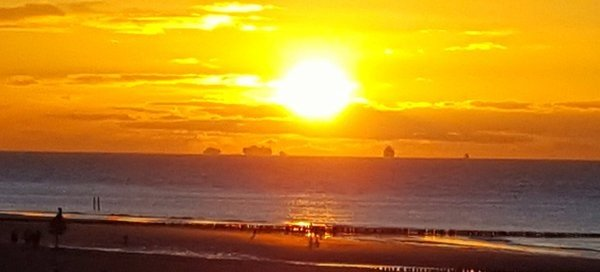 Mark Wolvenne maakte in het Zeeuwse Groede deze kleurrijke foto van de zonsondergang.