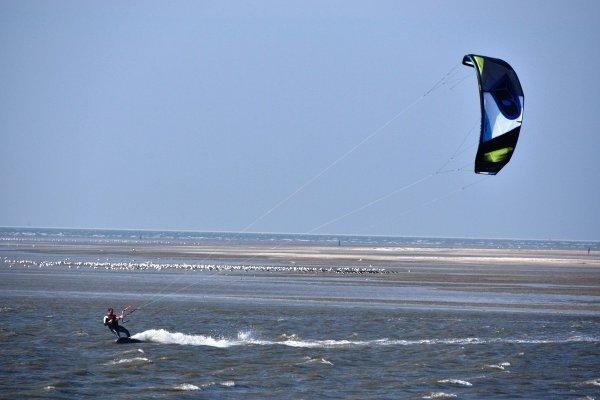 Er stond wel een hoop wind, maar dat vonden de kitesurfers niet erg.. Foto is van Sytse Schoustra.