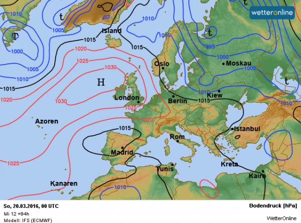 De weerkaart voor het weekend. Het hoog trekt geleidelijk naar het westen.