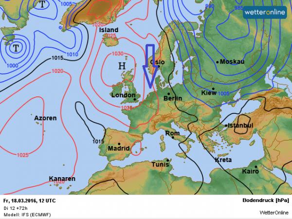 De weerkaart volgens ECMWF voor vrijdag. Aan de oostflank van het hoog Joachim wordt met een noordelijke stroming vochtige polaire lucht aangevoerd.