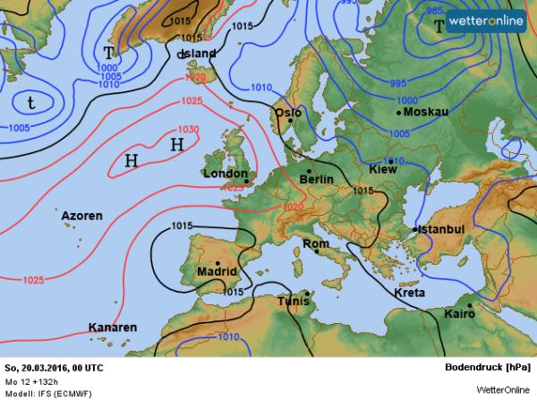 De weerkaart voor het komende weekend. Het hoog trekt langzaam westwaarts en Scandinavische lagedruk drukt langzaam een stempel op ons weer.