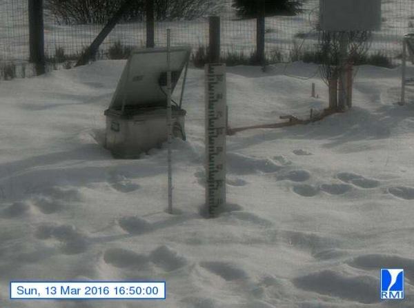 Er lag gistermiddag nog tot zo'n 20 centimeter sneeuw op de Mont-Rigi (670 m). Bron: RMI.