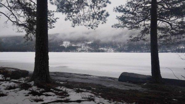 Uitzicht op het meer vanaf het bascamp