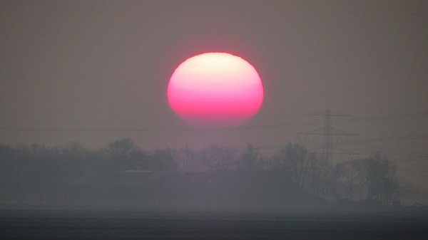 Zo kwam de zon zojuist op in het noordoosten. Foto : Jannes Wiersema.