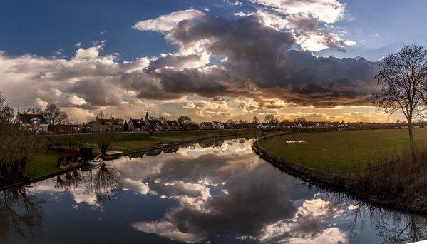 Het was gisteren prima weer met naast flink wat zon, maar ook fotogenieke wolkenluchten. Deze zeer mooie foto werd gemaakt door Marinus de Keijzer.