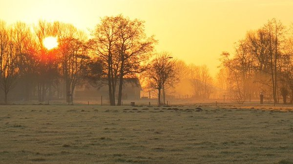 In het noordoosten kon wederom een fraaie zonsopkomst worden gefotografeerd door Jannes Wiersema.