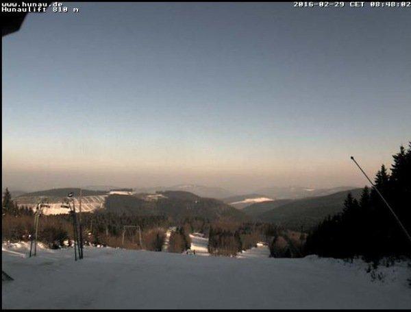 Zonsopkomst in Bödefeld Hunau maandag 29 februari. Een strakblauwe lucht kondigde een mooie zonnige dag aan. Bron: Hunau.de.