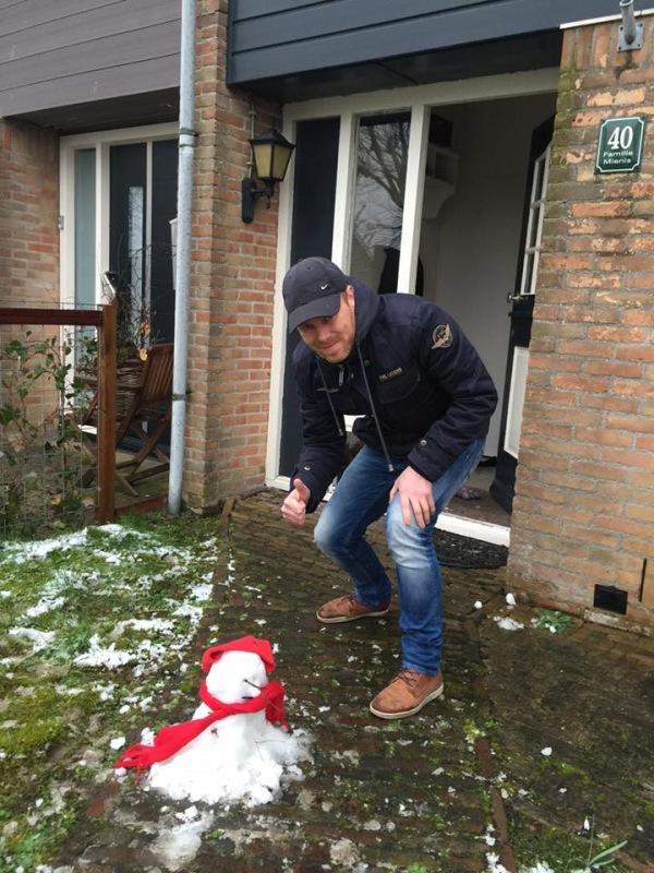 Remco, de IT-man van Alpenweerman, had genoeg sneeuw voor een sneeuwpop van formaat... ;-)