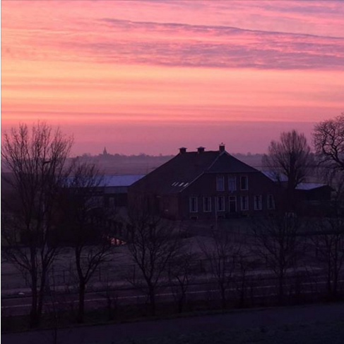 De zon kwam gisteren nog fraai op, maar ochtendrood, water in de sloot. Deze foto is gemaakt door Bas de Haan.