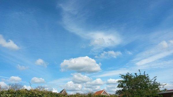 In het westen en noorden scheen de zon flink zoals hier te zien is in Wolvega. Foto is van Martin Vye.
