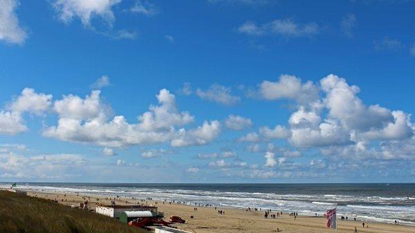 Vooral aan zee is deze week de zon veelvuldig te zien. Deze foto werd gisteren gemaakt door Sjef Kenniphaas in Egmond aan Zee.