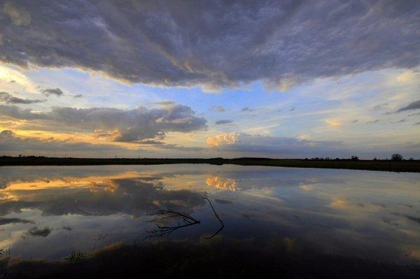 In het zuiden nam de onstabiliteit toe en dat was goed zichtbaar bij de zonsondergang. Foto is van Ben Saanen.