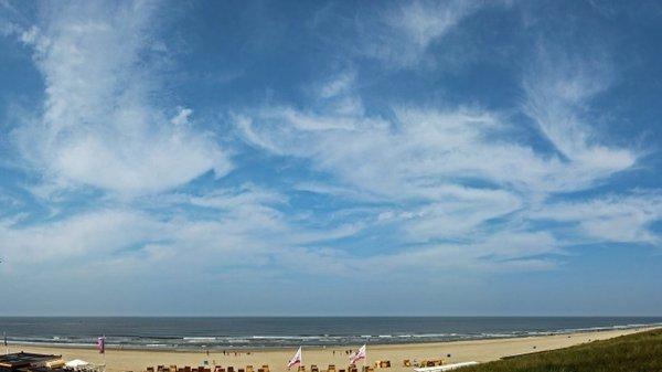 Aan zee was het gisteren prachtig weer met flink wat zon. Foto is van Sjef Kenniphaas