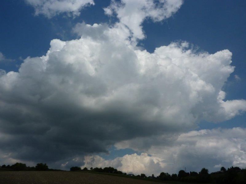 In Limburg ontwikkelden stapelwolken en gisteravond kwam het tot onweer. Foto is van Marij Bouwers,