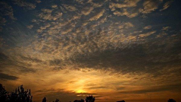 prachtige zonsondergang. Foto ontvangen via Twitter (@SevereWeather_N)
