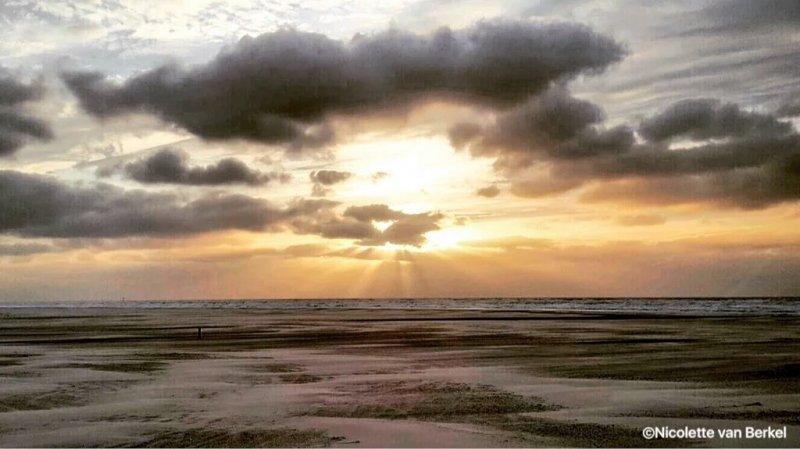 Prachtige foto van Nicolette van Berkel van de zonsondergang.