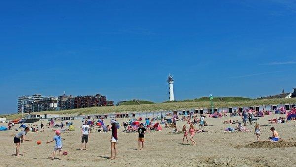 Het was gisteren een prima stranddag en dat is vandaag ook weer het geval. Foto is van Sjef Kenniphaas.