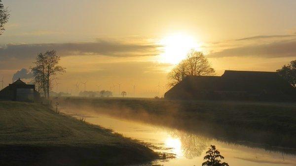 De zon kwam gisteren fraai op. Deze foto is van Jannes Wiersema