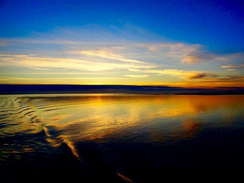 Prachtige kleuren bij de zonsondergang gisteren. Foto is van Nicolette van Berkel op de Waddenzee bij Terschelling.