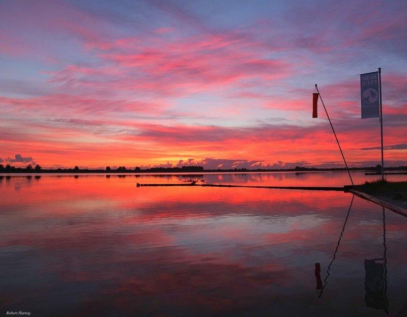 Robert Hartog maakte gisterochtend vroeg deze schitterende foto van het ochtendgloren.