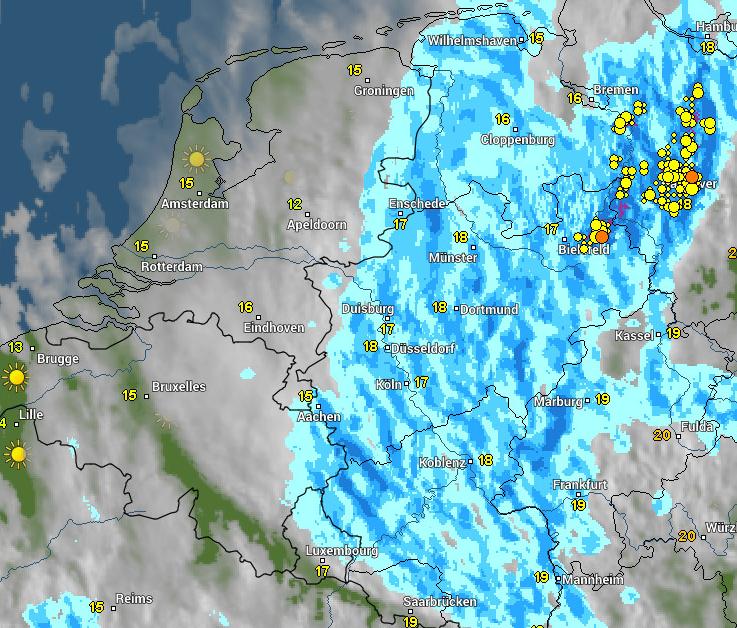 Radar- en satellietbeeld van vanochtend 8:15 uur. Het oosten van het land heeft vandaag last van een storing boven Duitsland. Daar dan ook nat, elders een wolkenvelden, maar ook wat zon.