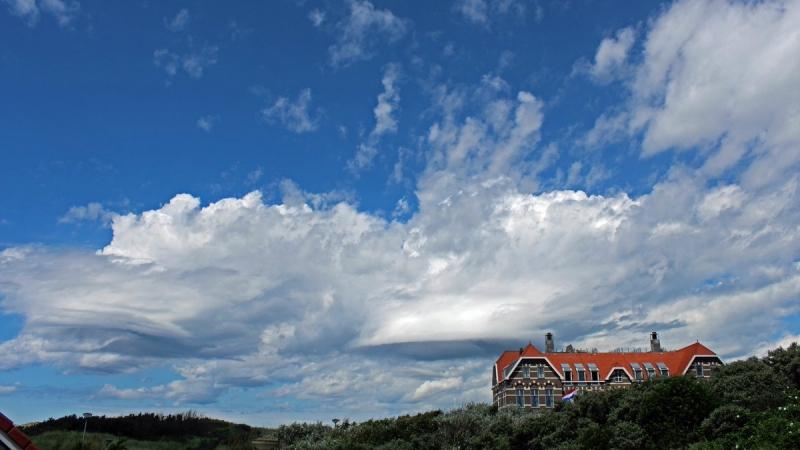 In de middag klaarde het op, maar de wolken bleven onstabiel ogen... foto is van Sjef Kenniphaas.