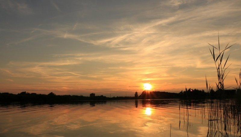 In het noorden van het land geen wallcloud, maar een zeer fraaie zonsondergang. Foto is van Martin Vye.
