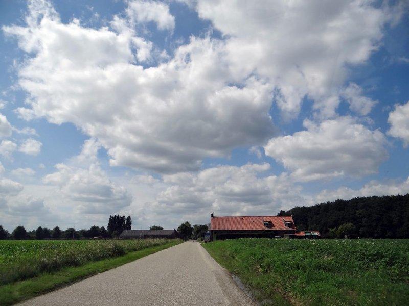een fraaie mix van zon en wolken gisteren in grote delen van het land. Foto: Agnes Nijskens