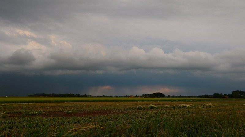 Ook gisteravond kwam het tot enkele onweersbuien. Ook deze foto is van Jannes Wiersema.