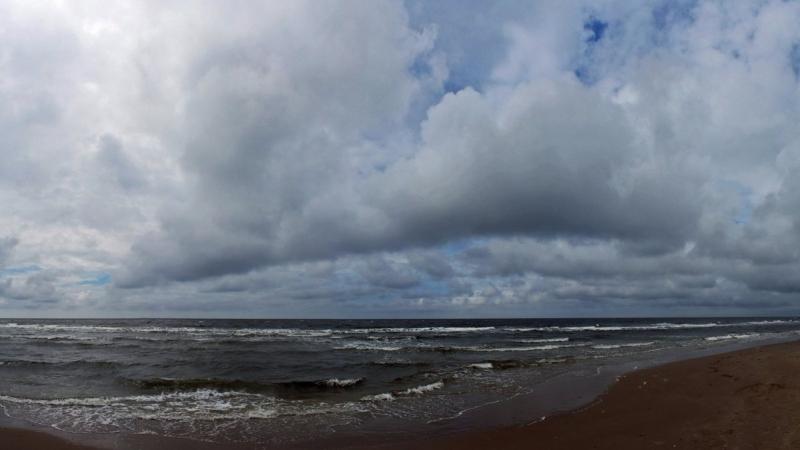 Er werden flink wat wolkenvelden aangevoerd vanaf zee. Deze foto werd gemaakt door Sjef Kenniphaas.