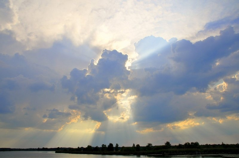 Na een mistige start in het zuiden, scheen de zon, maar later ontwikkelden enkele buien. Foto is van Ben Saanen.