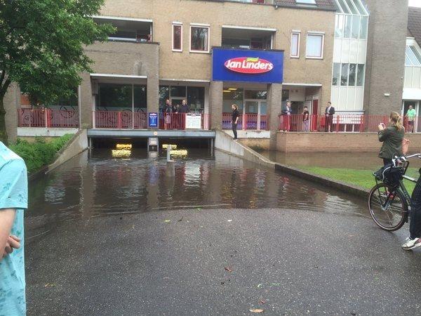 Ook deze parkeergarage in Boxmeer was helemaal volgelopen met water... foto is van Henk Baltussen @henkbaltussen