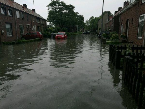 Het ging gisteren weer goed 'los' in het zuidoosten van het land. Deze foto werd gemaakt door Coen (@covara) in Boxmeer.