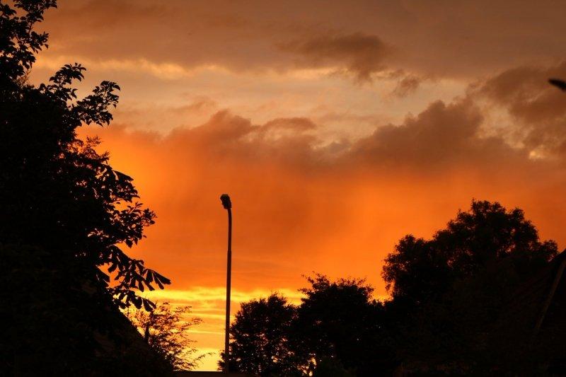 De zon ging gekleurd onder. Foto werd gemaakt door Martin Vye.